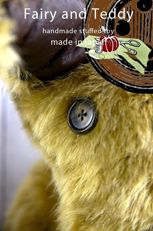 キュンとくる瞳には独創的な世界観を創り出すために選び抜かれたヴィンテージボタンを使用(画像はイメージです)